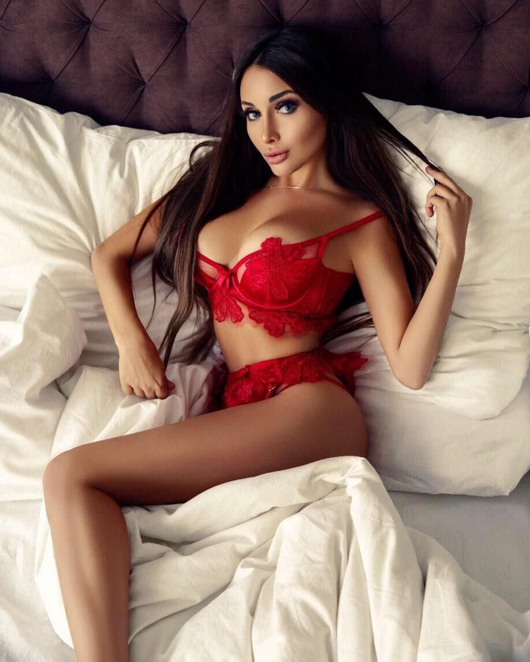 Кира Майер фото в постеле
