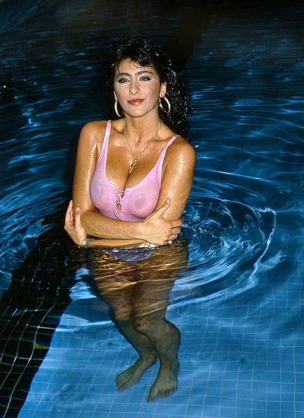 Сабрина Солерно фото в воде