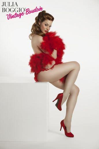Эсме Бьянко фото в красных туфлях