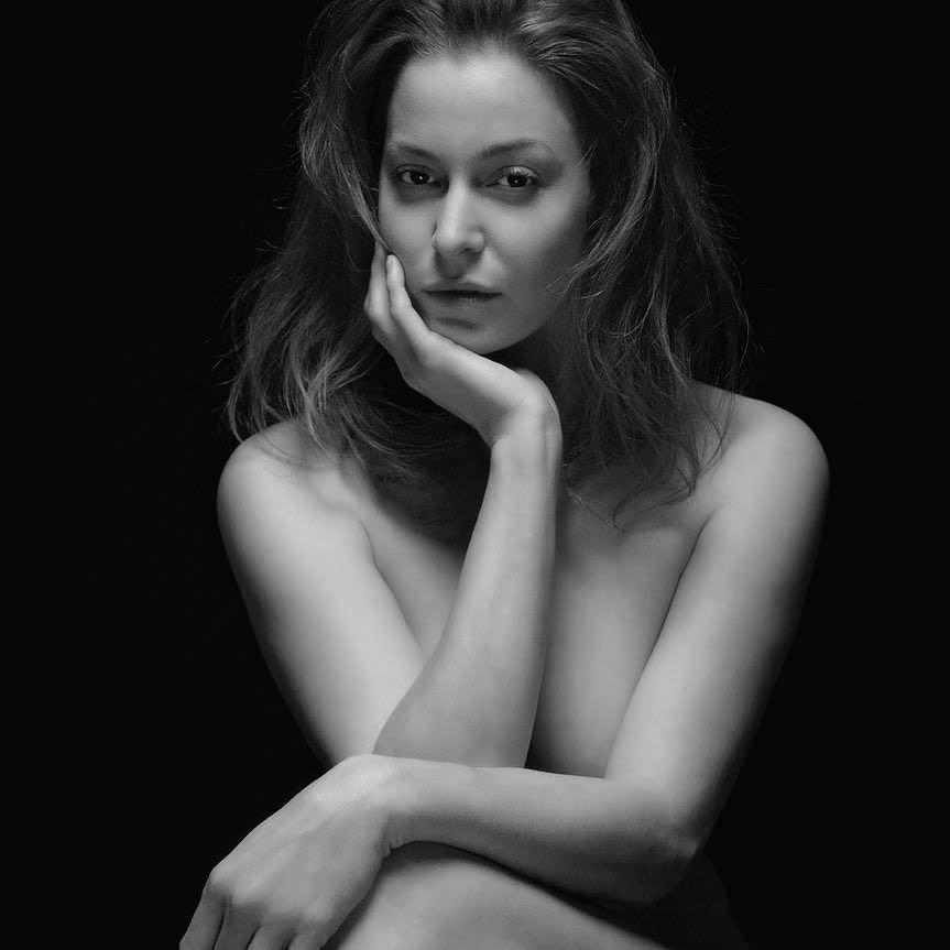Эсме Бьянко черно-белое фото