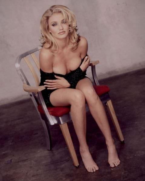 Кэмерон Диаз фото на стуле
