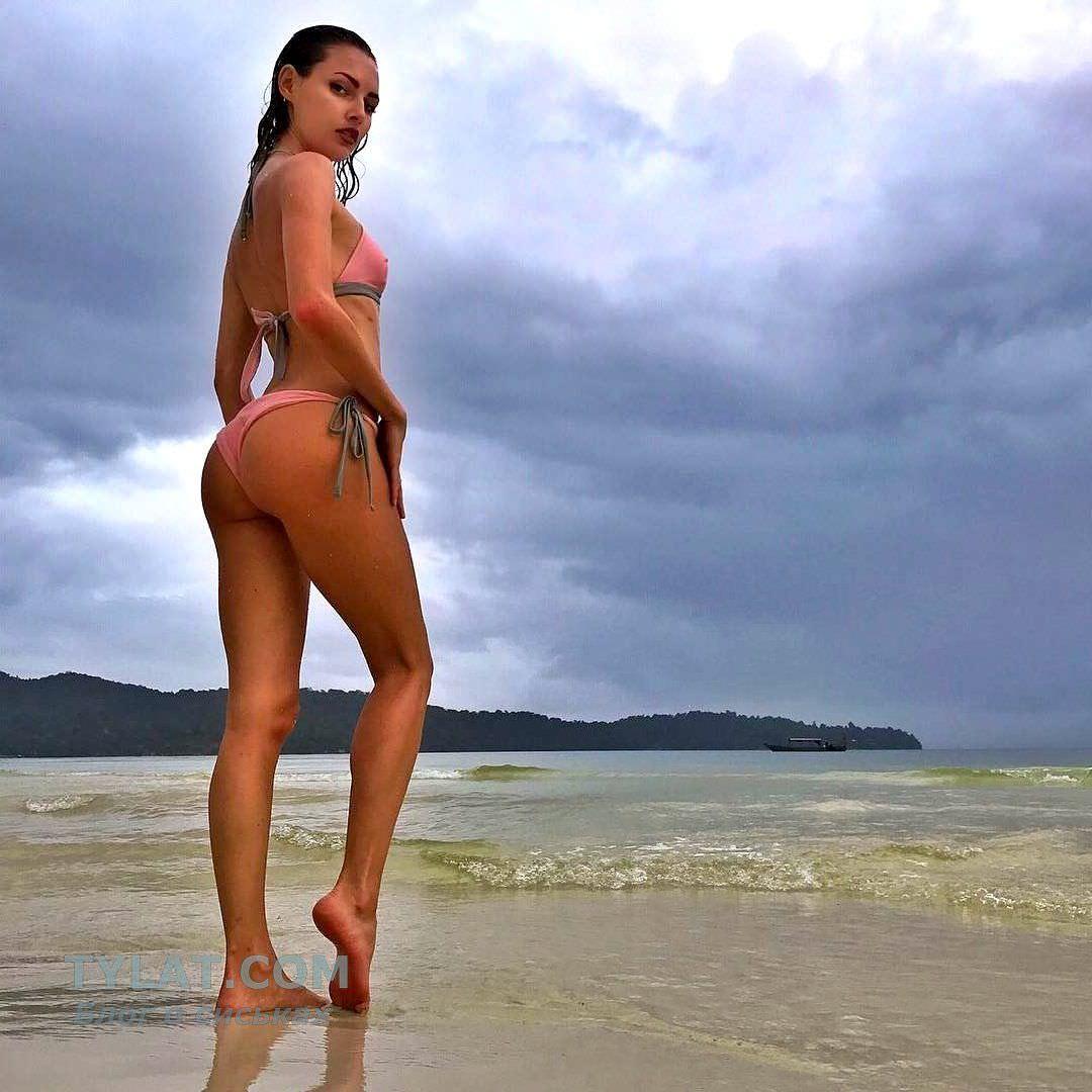 Полина Фаворская фото на пляже