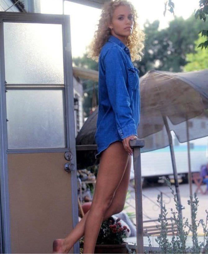 Элизабет Беркли фото в джинсовой рубашке