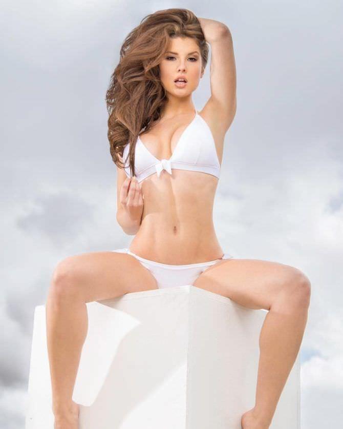 Аманда Черни фотография в белом купальнике