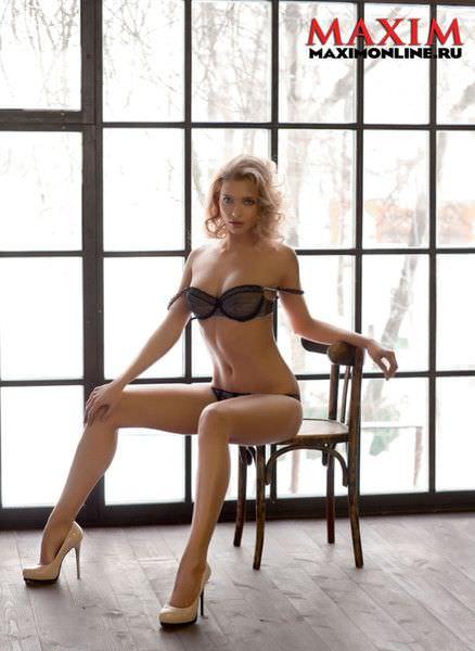Светлана Степанковская фото на стуле