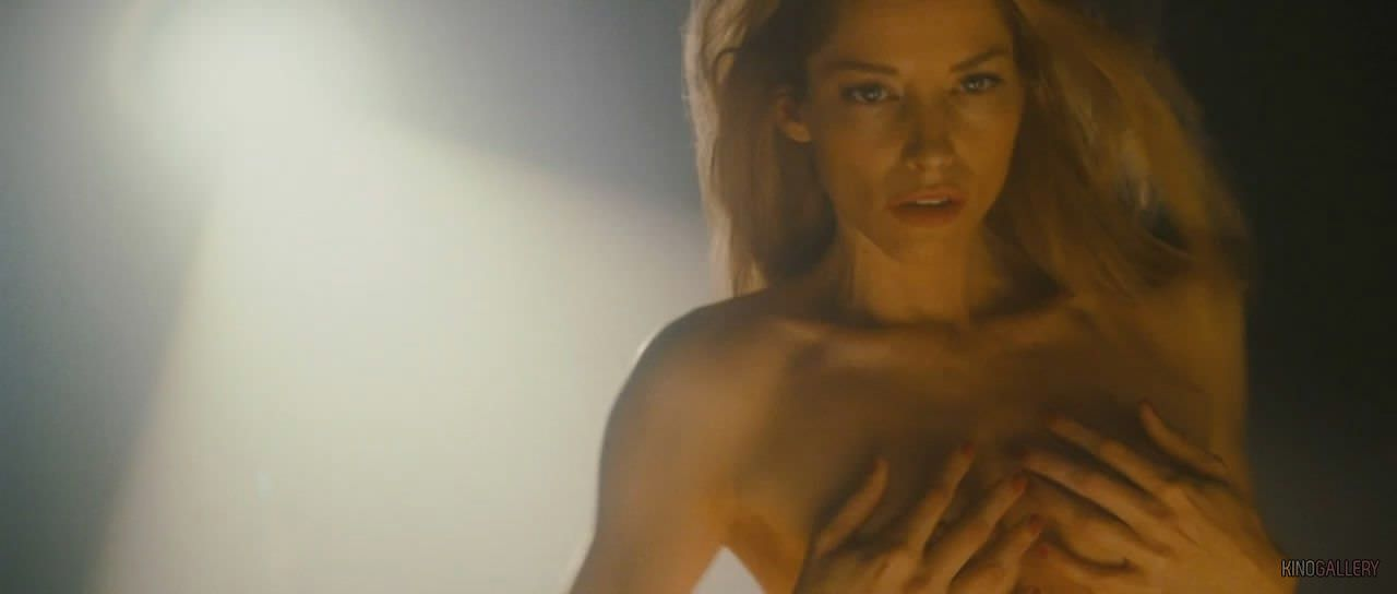 Сиенна Гиллори фото без одежды