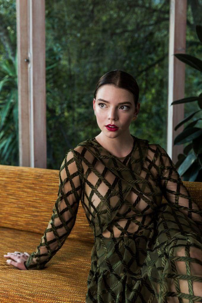 Аня Тейлор-Джой фото в платье