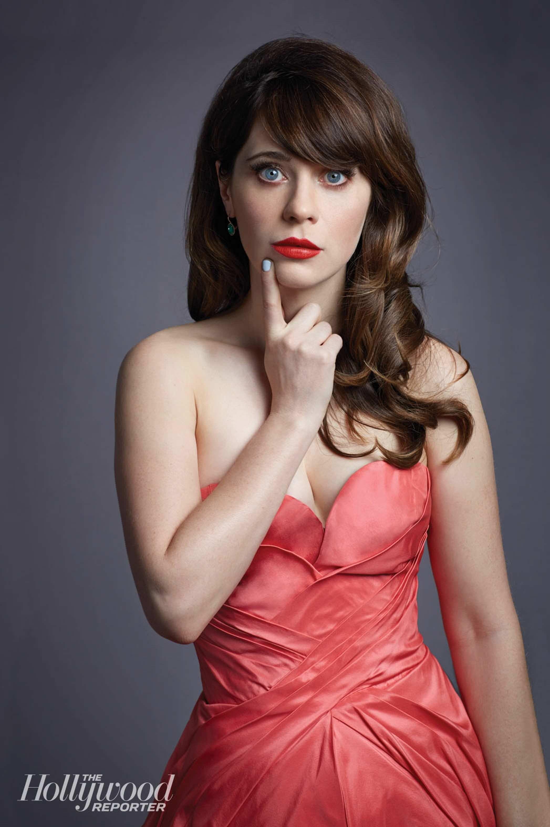 Зои Дешанель фото в красном платье