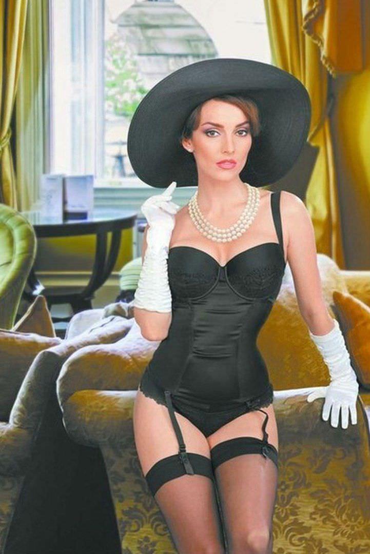 Юлия Зимина фото в корсете
