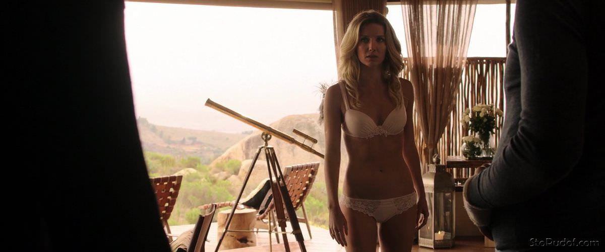 Аннабелль Уоллис фото со съемок фильма