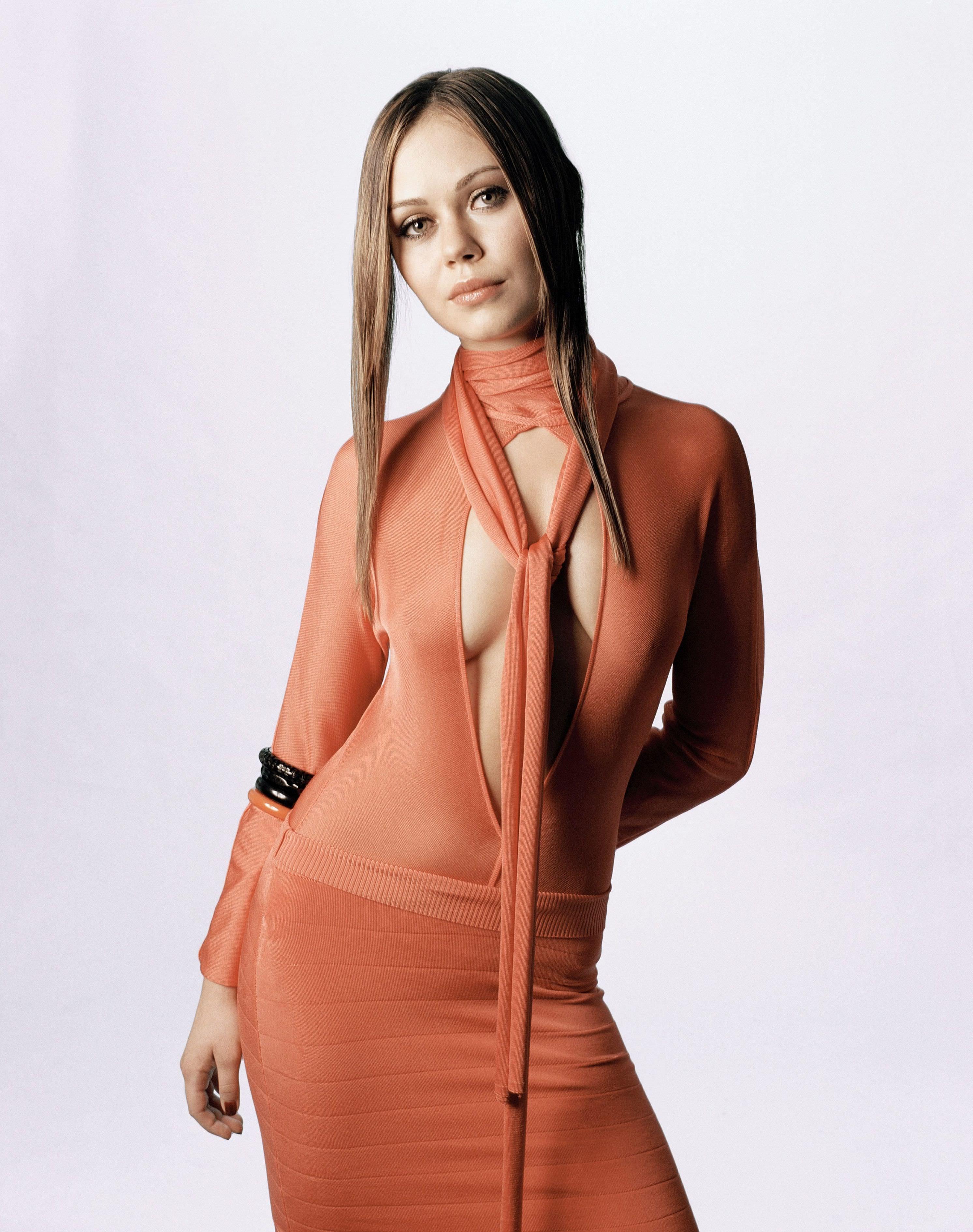 Алексис Дзена фото в платье