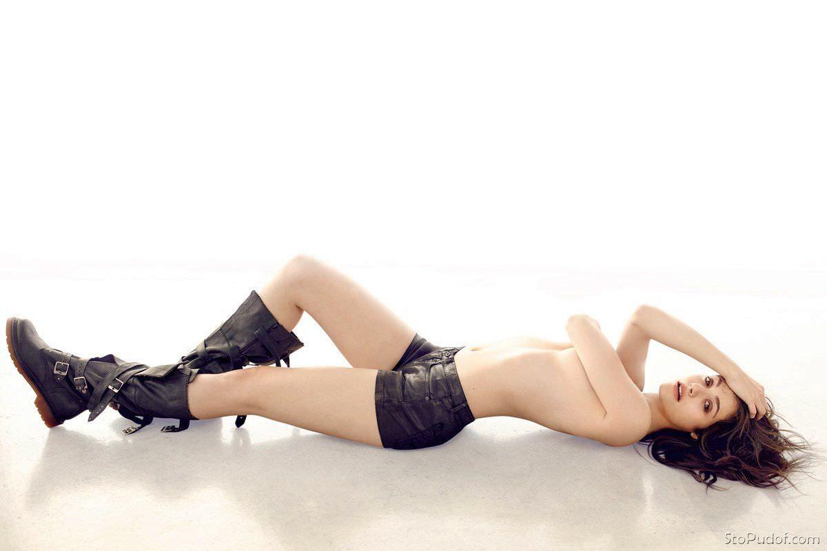 Эмми Россум фото на полу
