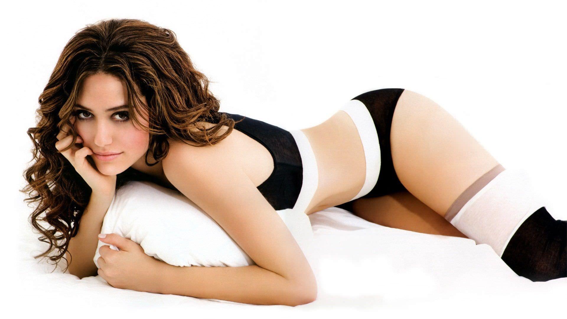 Минка Келли фото на постели