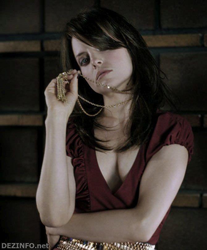 Мина Сувари фото в блузке