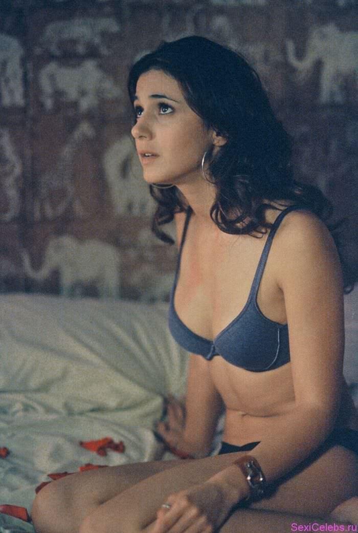 Эммануэль Шрики фото на постели