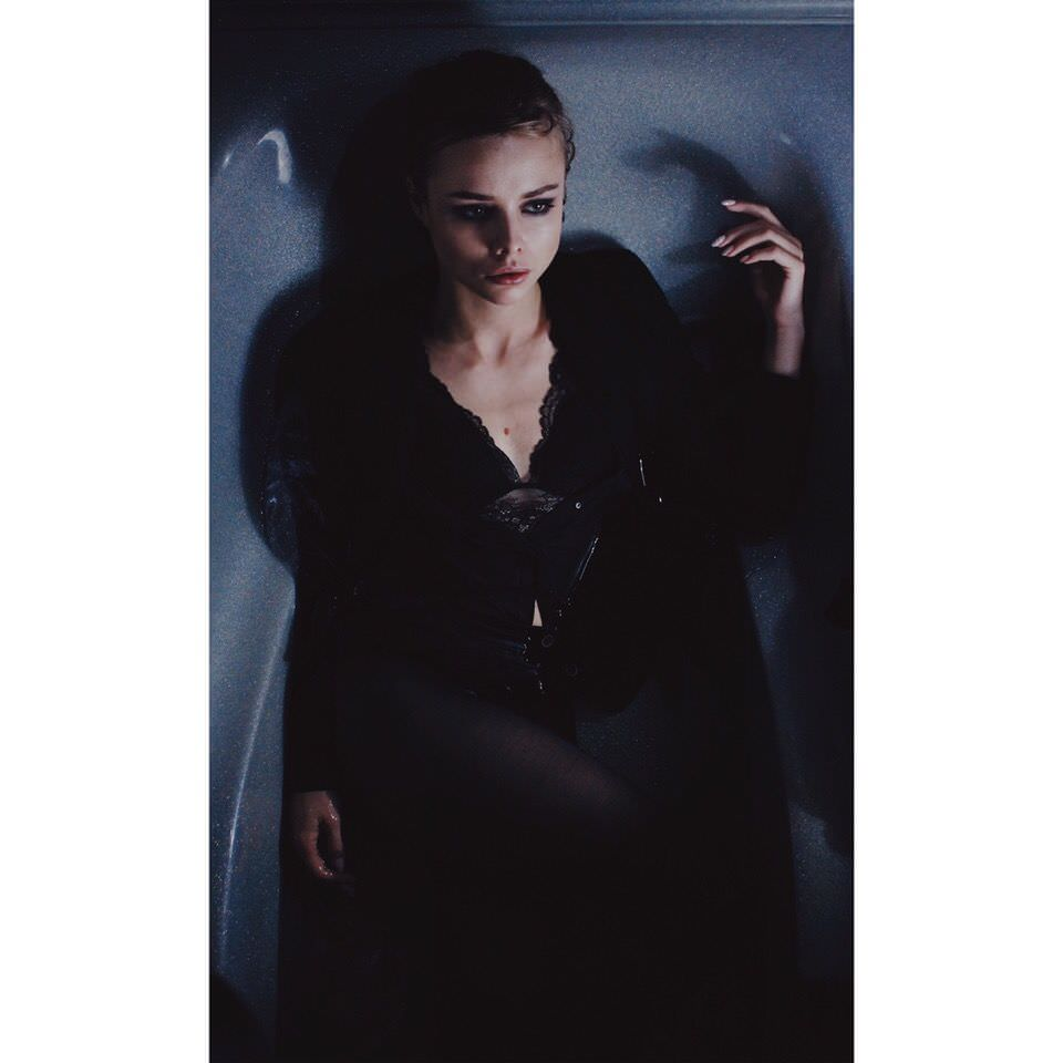 Анастасия Акатова фото в ванной