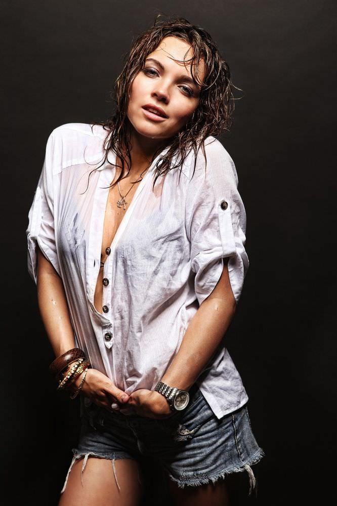Наталья Земцова фото в белой рубашке