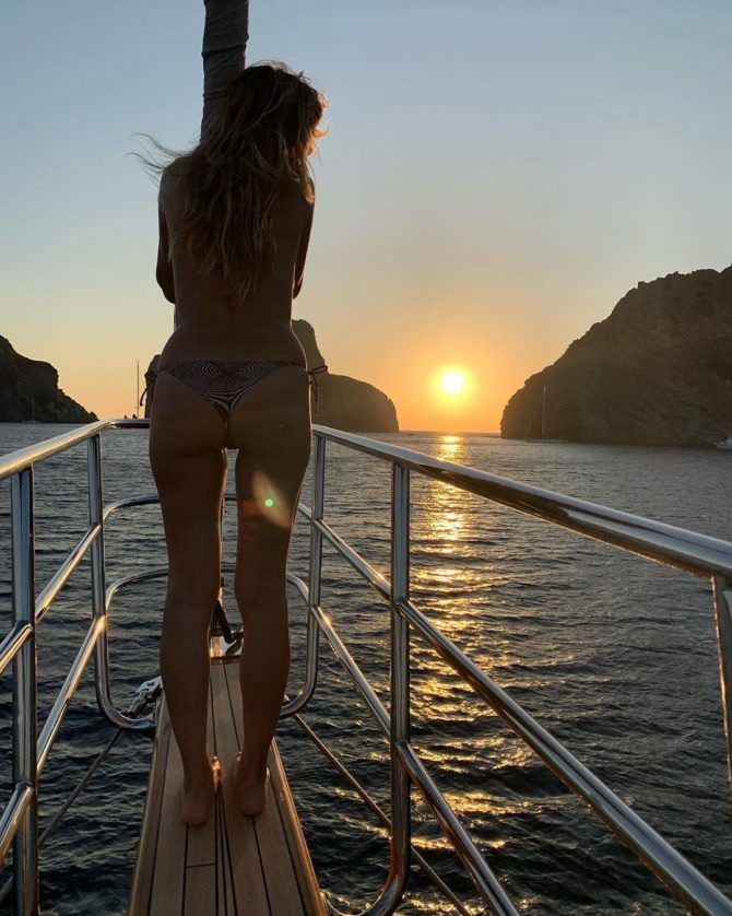 Хайди Клум фото в купалньике на закате