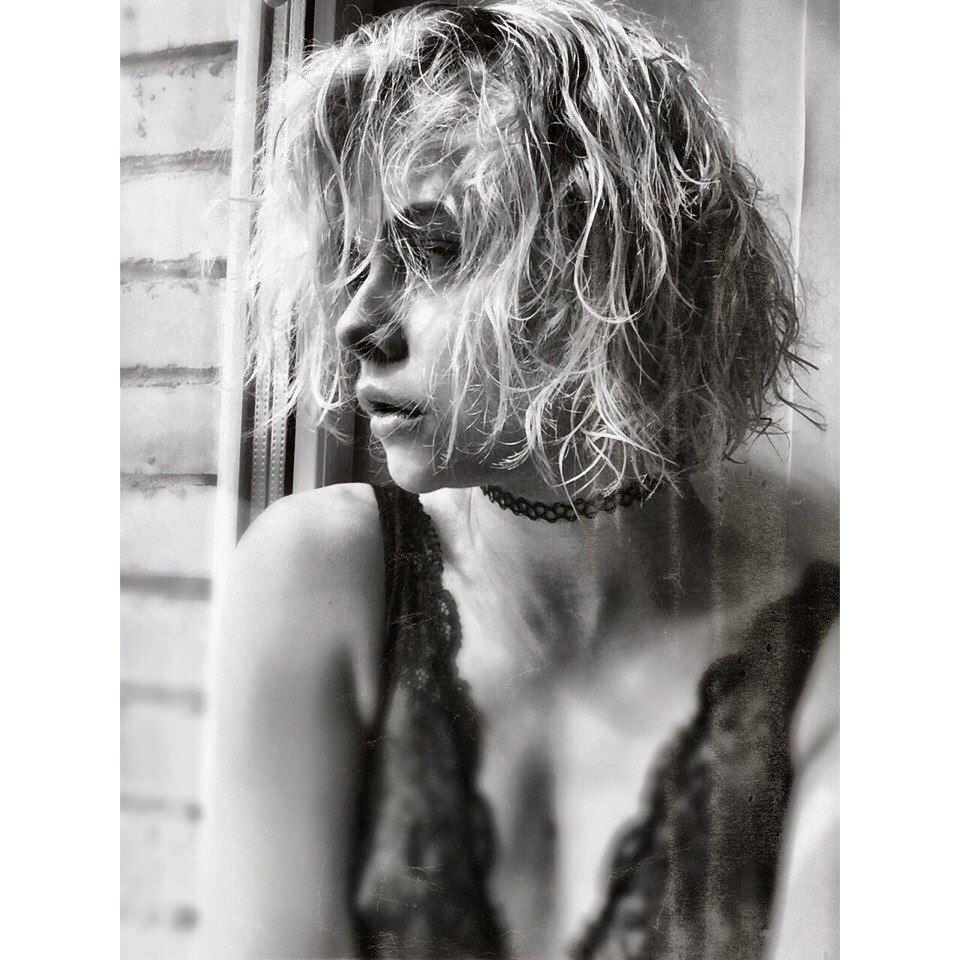 Анастасия Акатова фото с мокрыми волосами