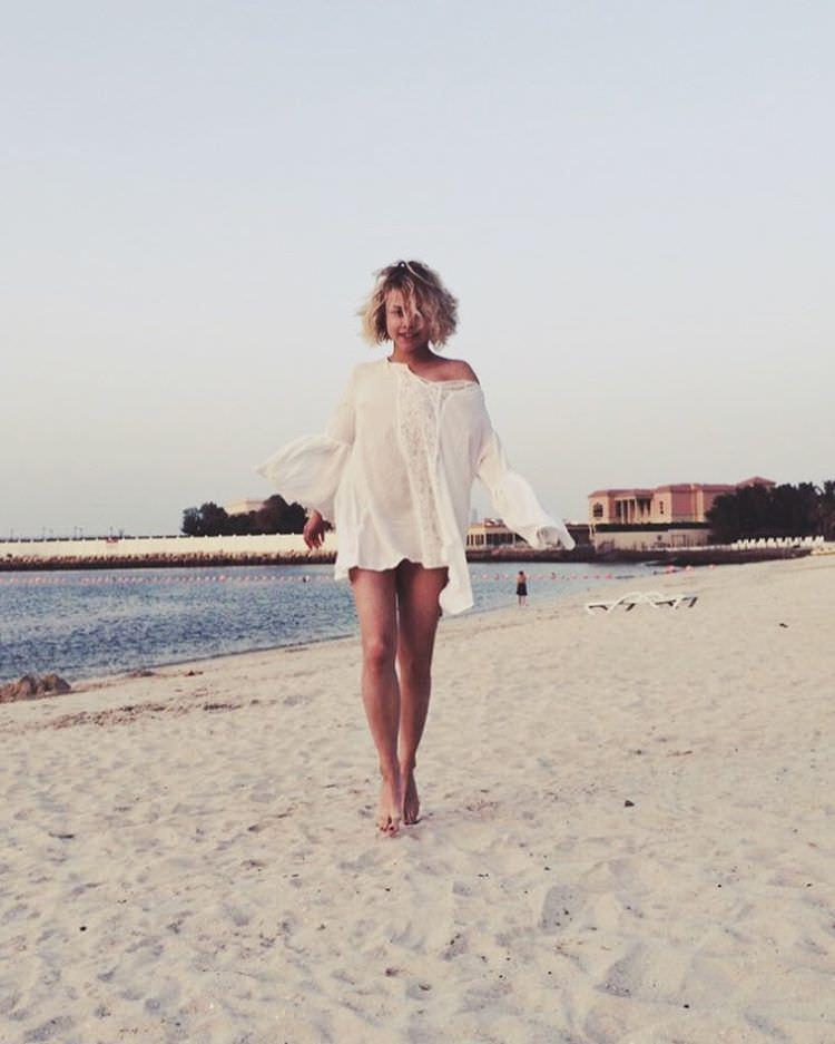 Анастасия Акатова фото на пляже