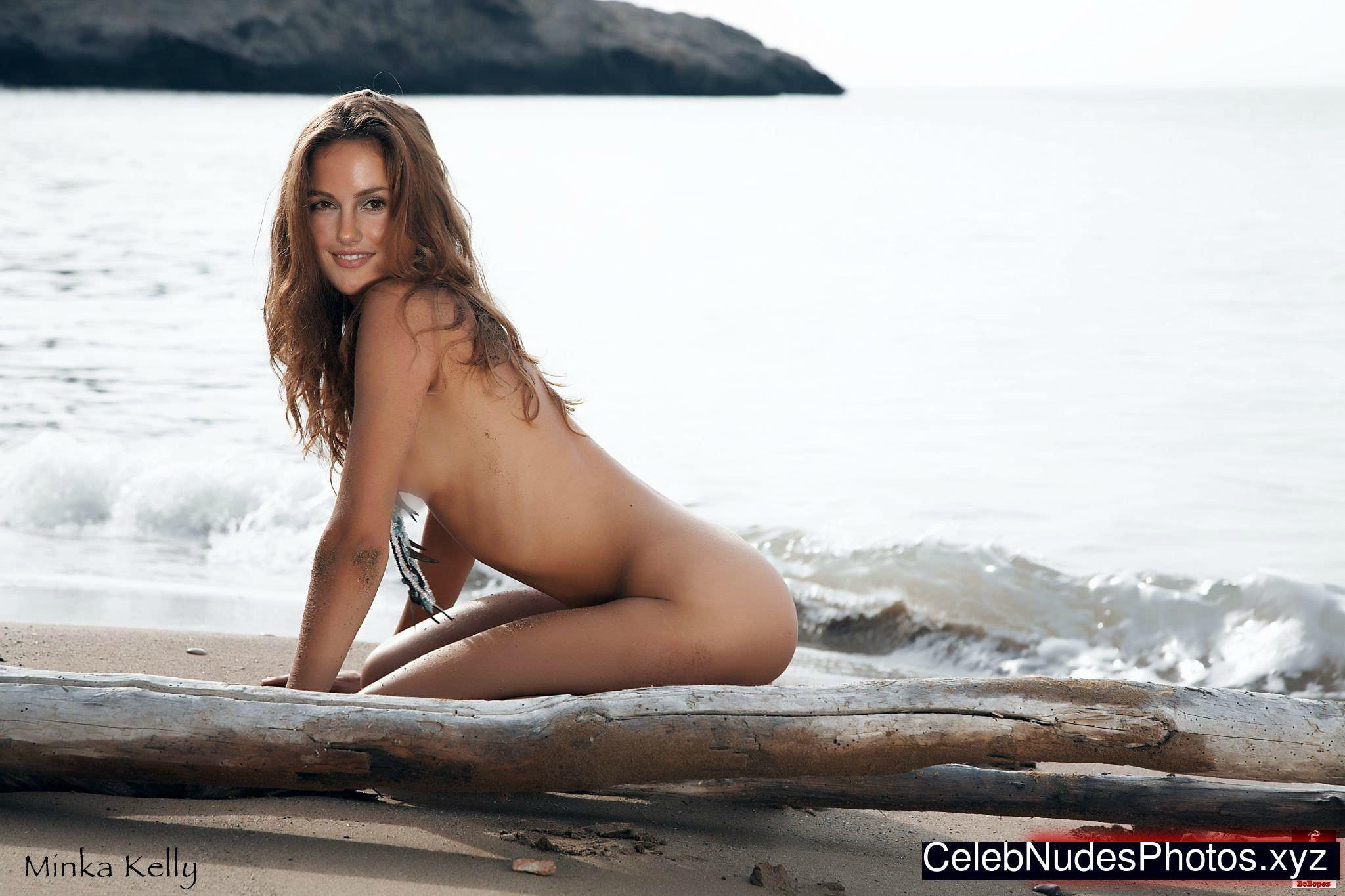 Минка Келли фото на песке