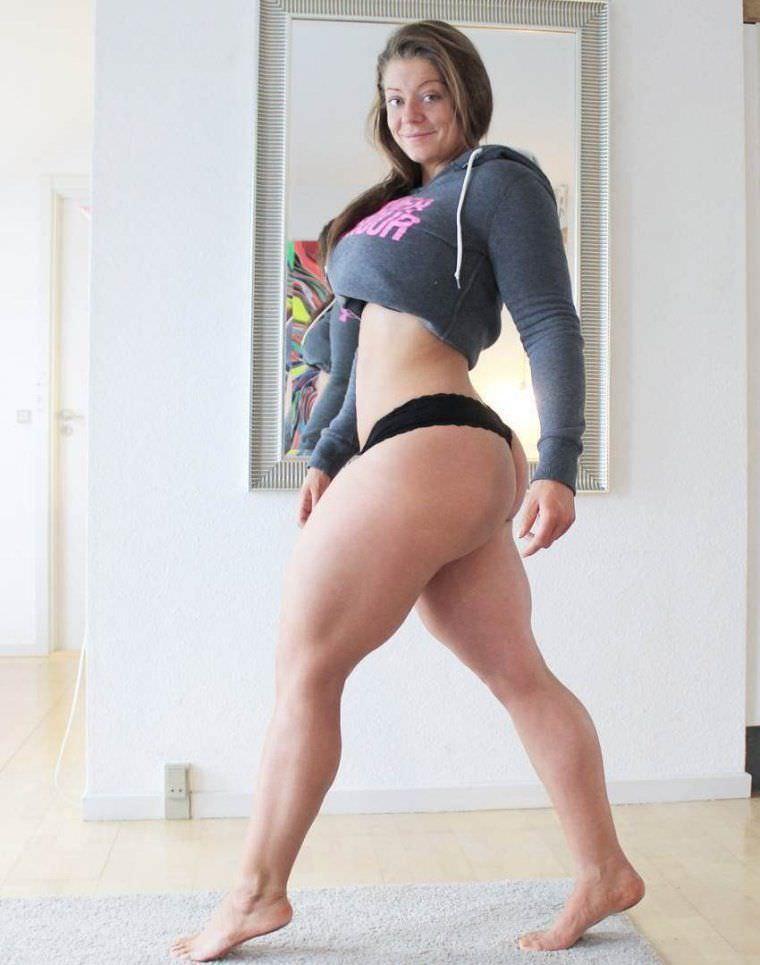 Миа Сэнд фото в бикини