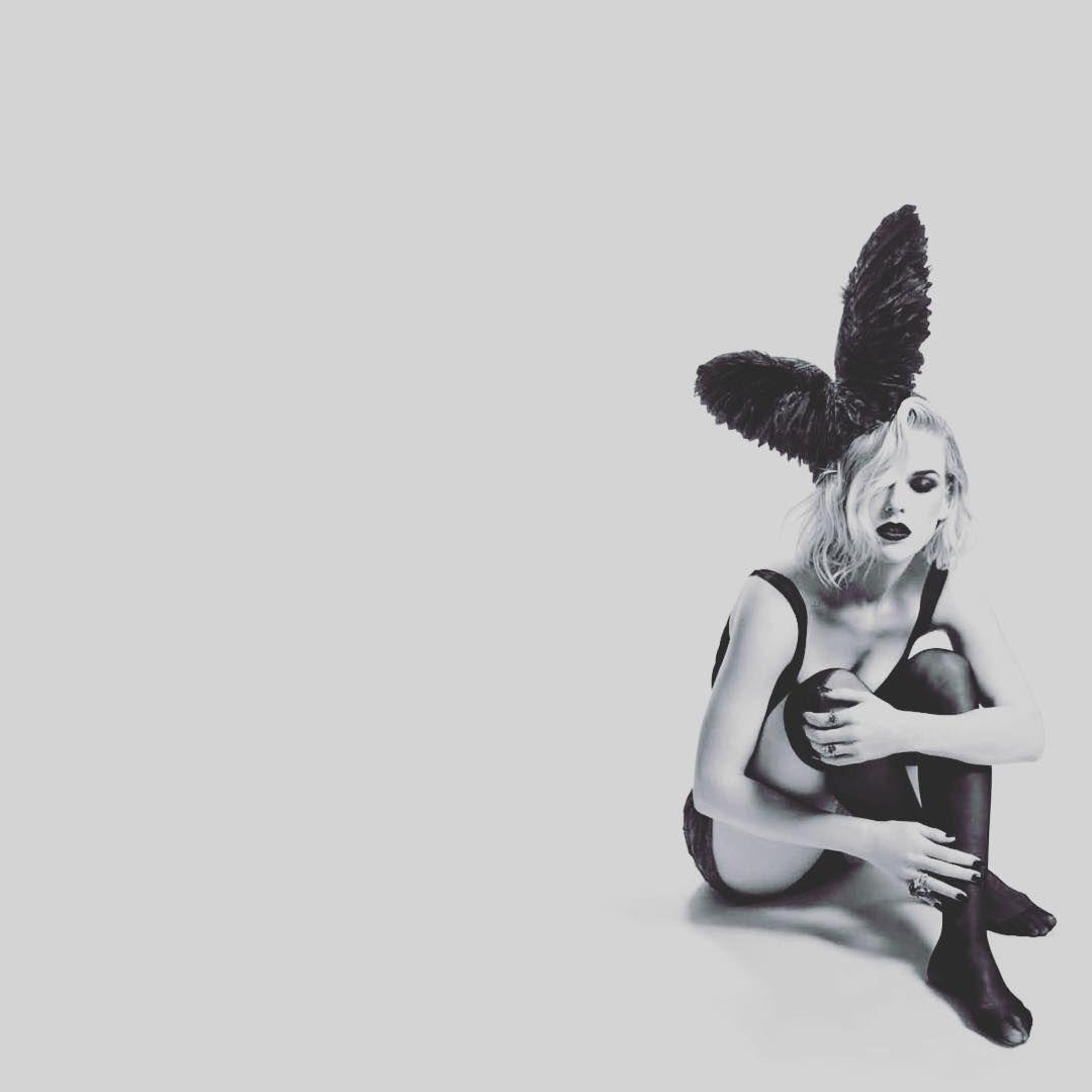 Элис Ив черно-белое фото в белье