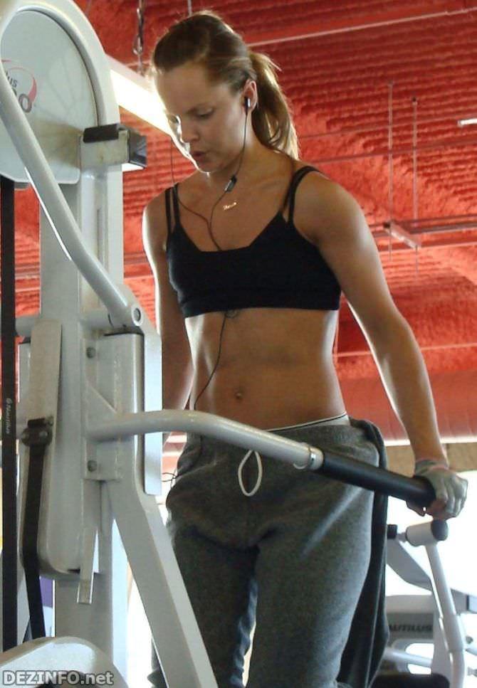 Мина Сувари фото в спортзале