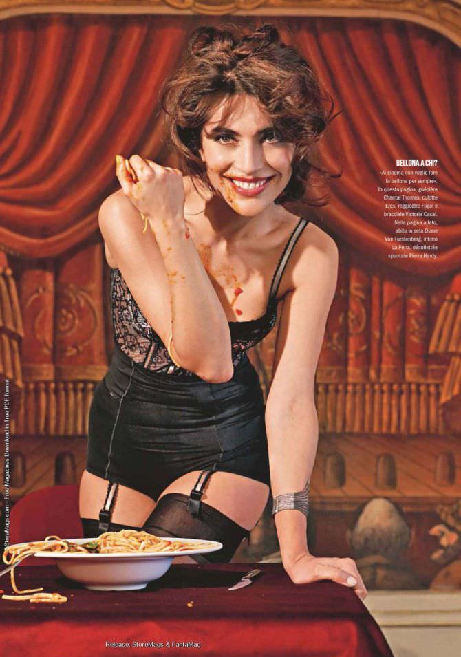 Катерина Мурино фотография в белье с макаронами