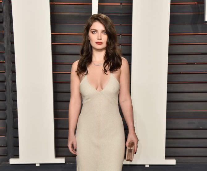 Ив Хьюсон фото в вечернем платье