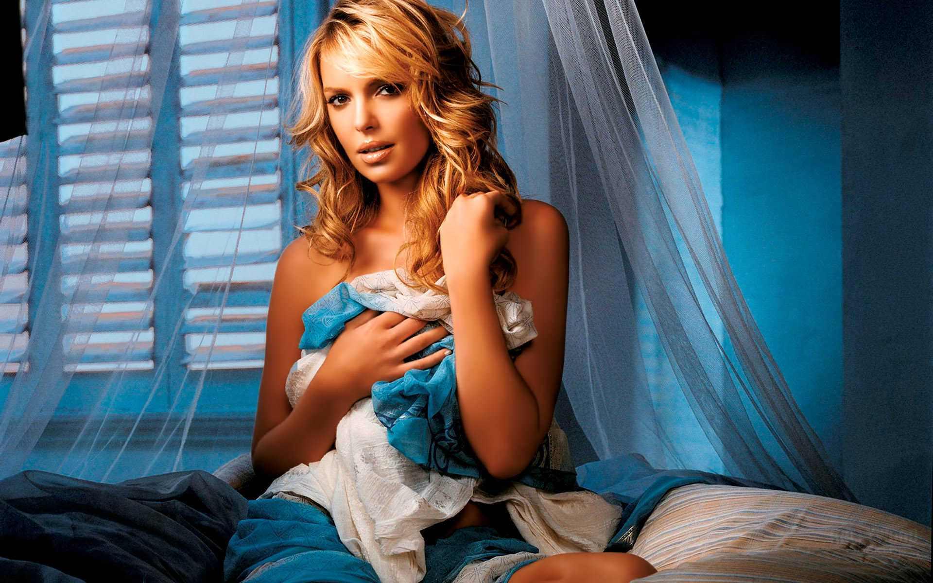 Кэтрин Хайгл фото в постели