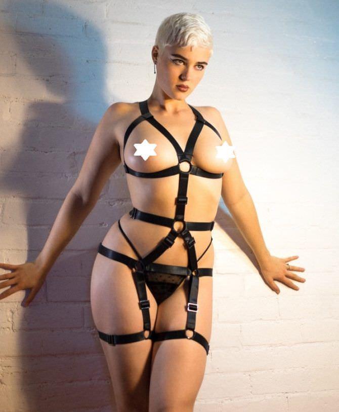 Стефания Феррарио фотосессия в откровенном костюме
