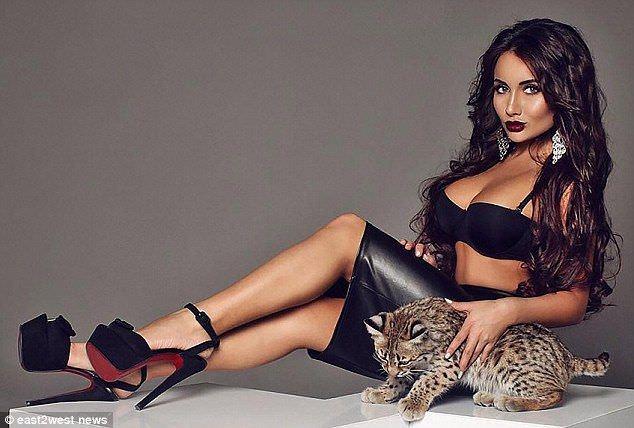 Кира Майер фото с тигренком
