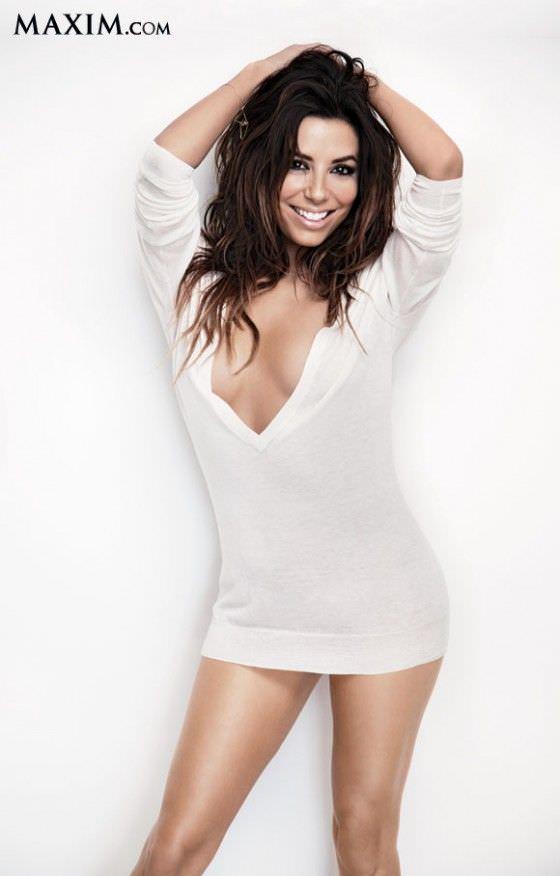 Ева Лонгория фото в белом пуловере