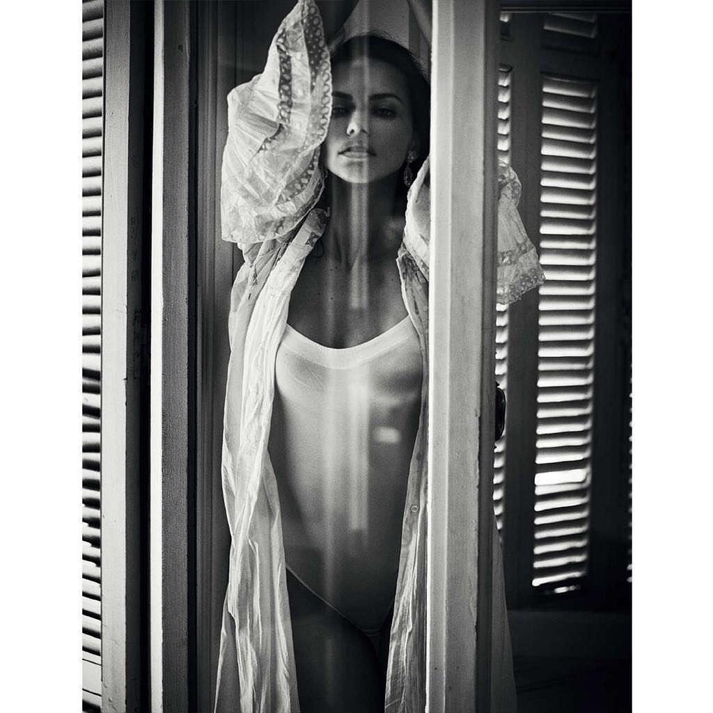 Андриана Лима фото в белом боди