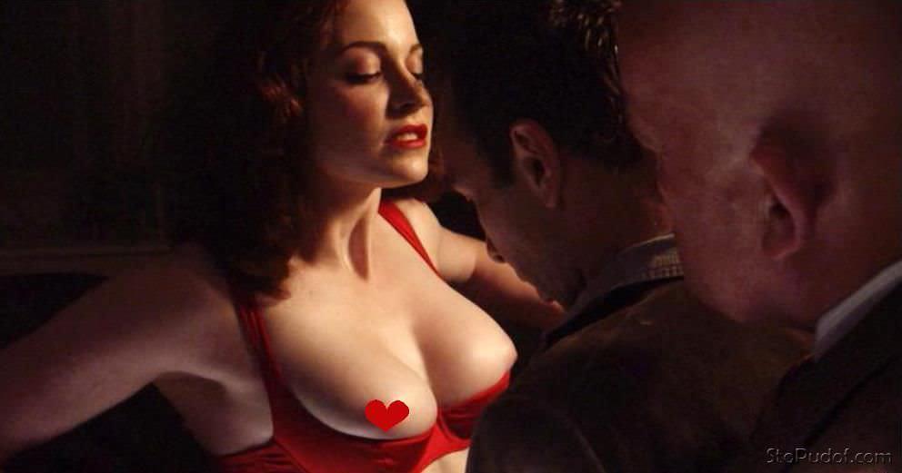 Эсме Бьянко фото в красном белье
