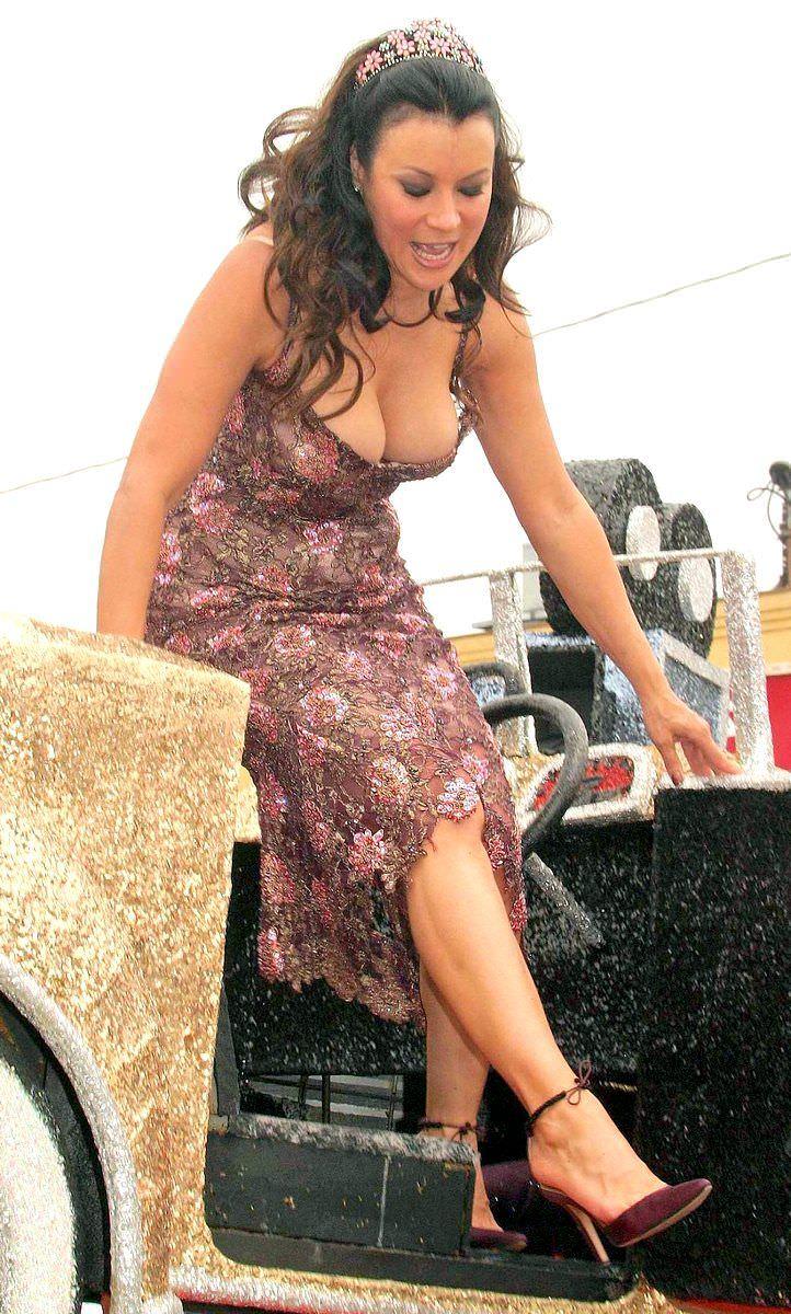 Дженнифер Тилли фото в красных босоножках