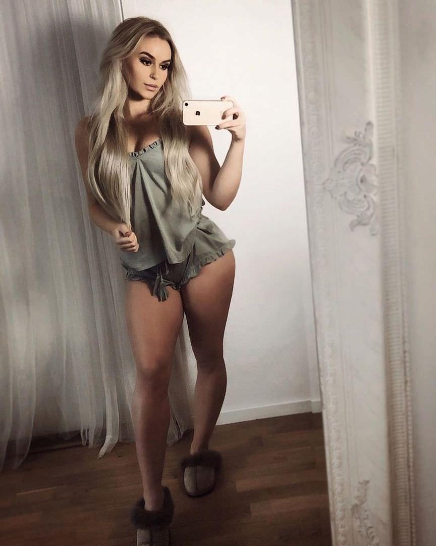 Анна Нистром фото в пижаме
