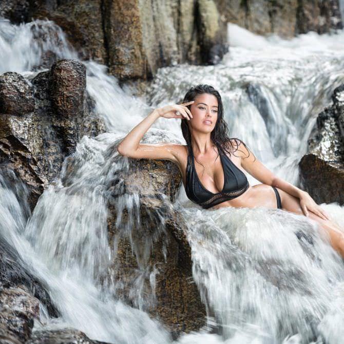 Ева Падлок фото в воде