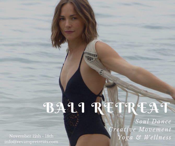 Бриана Эвиган фотография в купальнике на Бали