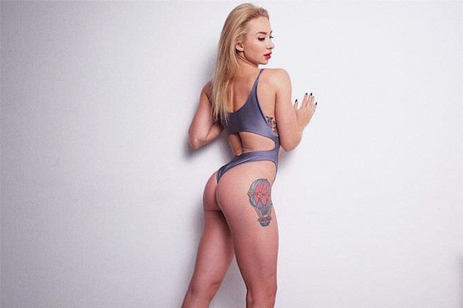 Мария Соколова фото со спины