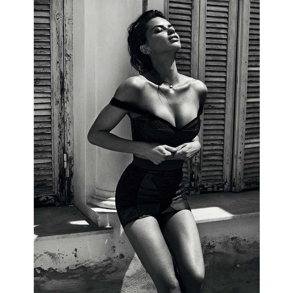 Андриана Лима фото бюста