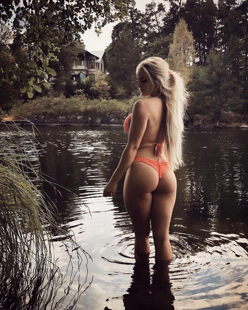 Анна Нистром фото в оранжевом бикини