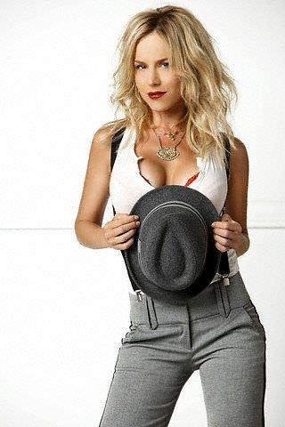 Джули Бенц фото со шляпой