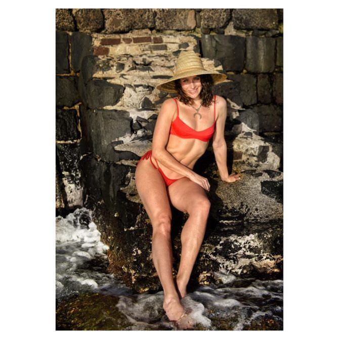 Шантель Вансантен фото в соломенной шляпе
