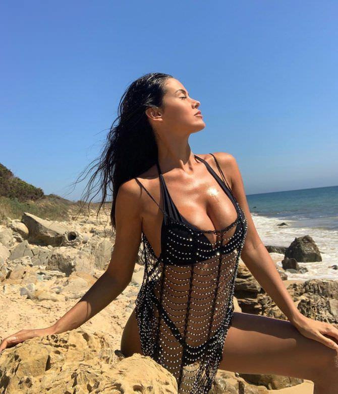 Ева Падлок фото на берегу моря
