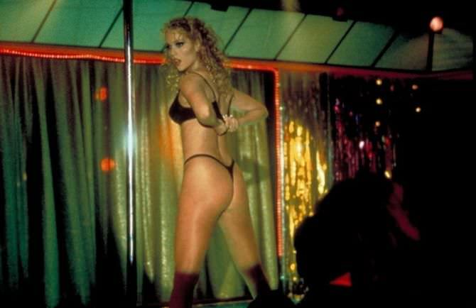 Элизабет Беркли кадр во время танца