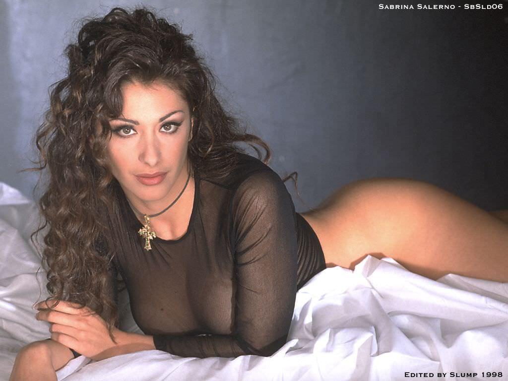 Сабрина Солерно фото в прозрачной кофте