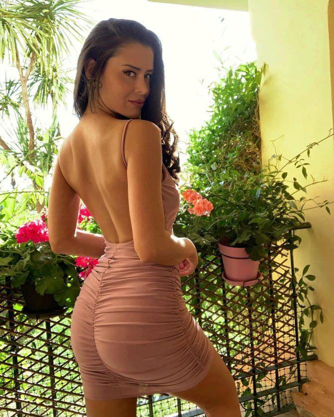 Ева Падлок фото со спины
