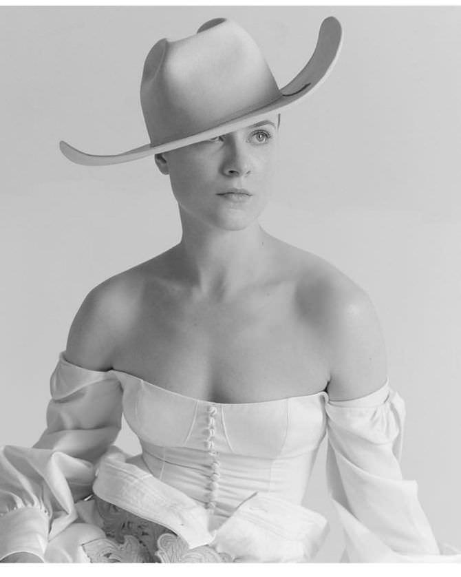 Эван Рэйчел Вуд фотосессия в шляпе в инстаграм